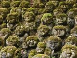 Stone Statues in Otagi Nebutsuji Temple in Kyoto Fotografisk trykk av Rudy Sulgan