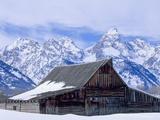 Moulton Barn below the Teton Range in winter Valokuvavedos tekijänä Scott T. Smith