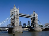 Tower Bridge in London Impressão fotográfica por David Ball