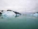 Sailboat Cruising the Arctic Fotografie-Druck von Onne van der Wal