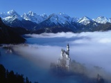 Neuschwanstein Castle Surrounded in Fog Fotografie-Druck von Ray Juno