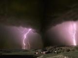 Farm Threatened by Tornado Fotografisk trykk av Jim Zuckerman