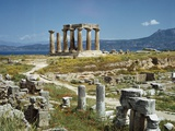 Distant View of the Temple of Apollo at Corinth Reproduction photographique par  Bettmann