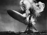Hindenburg Explosion Fotografisk trykk av  Bettmann