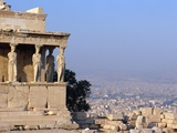 Carytids of Acropolis Overlooking Athens Reproduction photographique par Ron Watts
