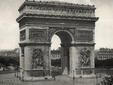 View of L'Arc De Triomphe in Paris Reproduction photographique par  Bettmann