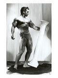 Muscle Man Dancing with Pillar Affiches