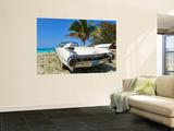 Classic 1959 White Cadillac Auto on Beautiful Beach of Veradara, Cuba Poster af Bill Bachmann