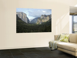 El Capitan (Left), Cloud's Rest in the Clouds, Half Dome and Cathedral Peaks Poster von Douglas Steakley