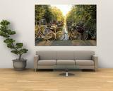 Bicicletas en puente sobre el canal, Ámsterdam, Holanda Lámina
