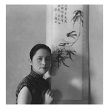 Vogue - July 1945 - Chinese Woman Beside Painted Scroll Reproduction photographique Premium par Cecil Beaton