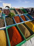 Spice Market, Douz, Sahara Desert, Tunisia Fotografisk tryk af Walter Bibikow