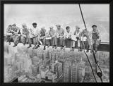 Almoço no topo de um arranha-céu, cerca de 1932 Posters por Charles C. Ebbets