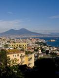 Cityscape and Mount Vesuvius, Naples, Campania, Italy, Europe Reproduction photographique par Charles Bowman