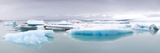 Icebergs Floating on the Jokulsarlon Glacial Lagoon, Iceland, Polar Regions Fotografisk tryk af Lee Frost