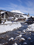 River and Village Church Lech, Near St. Anton Am Arlberg in Winter Snow, Austrian Alps Reproduction photographique par Peter Barritt