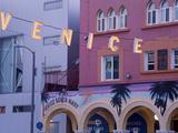 Downtown Venice Beach, Los Angeles, California, United States of America, North America Valokuvavedos tekijänä Richard Cummins