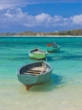 Small Fishing Boats in the Turquoise Sea, Mauritius, Indian Ocean, Africa Bedruckte aufgespannte Leinwand