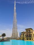 Burj Khalifa, the Tallest Man Made Structure in the World at 828 Metres, Downtown Dubai, Dubai, Uae Impressão fotográfica