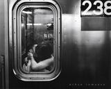 Urban Romance Kissing in Subway Window Kunstdrucke
