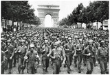 American Soldiers in Paris WWII Archival Photo Poster Print Julisteet