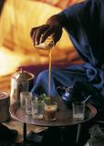 Tea Ceremony Mauritania Plakater af Jean-Marc Durou