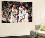 Boston, MA - June 3: Paul Pierce, Kev and Rajon Rondo Poster géant par Brian Babineau