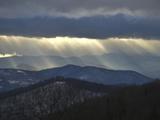 Sunlight Streams Through Storm Clouds over the Blue Ridge Mountains Reproduction photographique par Amy & Al White & Petteway