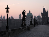 Charles Bridge, UNESCO World Heritage Site, Old Town, Prague, Czech Republic, Europe Impressão fotográfica por Hans Peter Merten