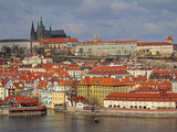 The River Vltava, Lesser Town and Prague Castle, UNESCO World Heritage Site, Prague, Czech Republic Impressão fotográfica por Hans Peter Merten