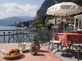 Town and Lakeside Cafe, Menaggio, Lake Como, Lombardy, Italian Lakes, Italy, Europe Fotografisk trykk av Frank Fell