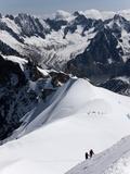 Climbers on Mont Blanc, Aiguille Du Midi, Mont Blanc Massif, Haute Savoie, French Alps, France, Eur Impressão fotográfica por Angelo Cavalli