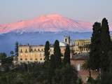 Sunrise over Taormina and Mount Etna with Hotel San Domenico Palace, Taormina, Sicily, Italy, Europ 写真プリント : スチュアート・ブラック