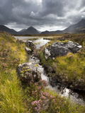 View over Loch Caol to Sgurr Nan Gillean and Marsco, Glen Sligachan, Isle of Skye, Highlands, Scotl Fotografisk tryk af Lee Frost