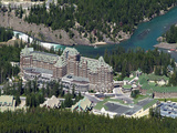 Banff Springs Hotel and Bow River Near Banff, Banff National Park, UNESCO World Heritage Site, Albe Impressão fotográfica premium por Hans Peter Merten