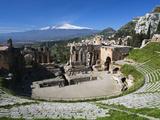 The Greek Amphitheatre and Mount Etna, Taormina, Sicily, Italy, Europe Reproduction photographique par Stuart Black