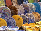 Pottery Products in Market at Houmt Souk, Island of Jerba, Tunisia, North Africa, Africa Impressão fotográfica por Hans Peter Merten