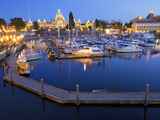 Inner Harbour with Parliament Building, Victoria, Vancouver Island, British Columbia, Canada, North Impressão fotográfica por Martin Child