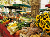 Fruit and Vegetable Market, Aix-En-Provence, Bouches-Du-Rhone, Provence, France, Europe 写真プリント : ピーター・リチャードソン