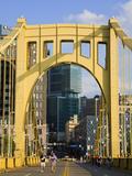 Roberto Clemente Bridge (6th Street Bridge) over the Allegheny River, Pittsburgh, Pennsylvania, Uni Reproduction photographique par Richard Cummins