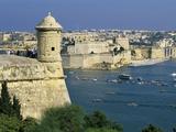 View over Bastions and Grand Harbour to Fort St. Angelo with Rowing Regatta, Valletta, Malta, Medit Fotografie-Druck von Stuart Black