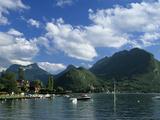 View over Lake, Talloires, Lake Annecy, Rhone Alpes, France, Europe Reproduction photographique par Stuart Black