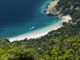 Secluded Beach Below Village, Lubenice, Cres Island, Kvarner Gulf, Croatia, Adriatic, Europe Fotografie-Druck von Stuart Black