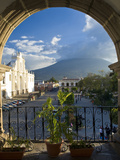 Parque Central, Antigua, Guatemala, Central America Fotografisk tryk af Ben Pipe