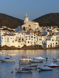 Harbour and Town, Cadaques, Costa Brava, Catalonia, Spain, Mediterranean, Europe Fotografisk tryk af Stuart Black