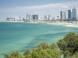 Beach, Skyline and Mediterranean Sea Viewed from Old Jaffa, Tel Aviv, Israel, Middle East 写真プリント : ジョン&リサ・メリル