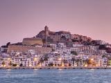 Spanien, Balearen, Ibiza, Blick auf die Altstadt von Ibiza (UNESCO Weltkulturerbe), die Dalt Vila Fotografie-Druck von Michele Falzone