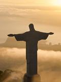 Statue de Jésus, connue sous le nom de Cristo Redentor (Le Christ Rédempteur), mont du Corcovado, Rio De Janeiro, Brésil  Reproduction photographique Premium par Peter Adams