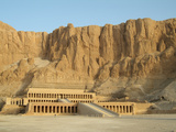Temple of Hatshepsut (Deir Al-Bahn), West Bank, Luxor, Egypt Lámina fotográfica por Gary Cook