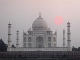 Taj Mahal at Sunset, Agra, India Fotografisk trykk av Adam Jones